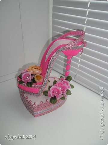 Доброго дня! Выставляю на Ваш суд мою первую сувенирную туфельку (шкатулочка для колец)! фото 4