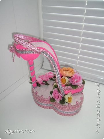 Доброго дня! Выставляю на Ваш суд мою первую сувенирную туфельку (шкатулочка для колец)! фото 5