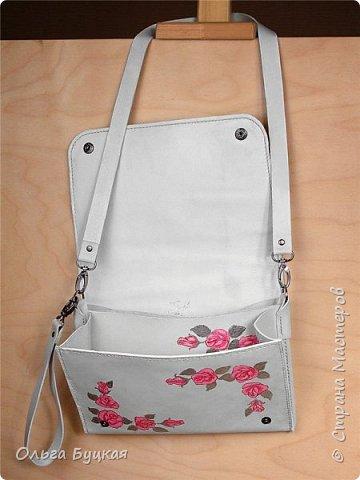 Здравствуйте! :) Мне надо было сделать сумочку для миниатюрной блондинки, которая обожает белый и розовый цвета. Вот что в итоге получилось: фото 2
