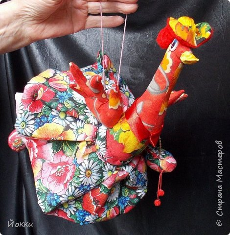 Следующий год по китайскому календарю - год Огненной Курицы или Петуха.  По этому поводу отшила меленькую серию, они примерно 20 см роста все. Материалы разные - бязь, фланель, органза и т.д. фото 1