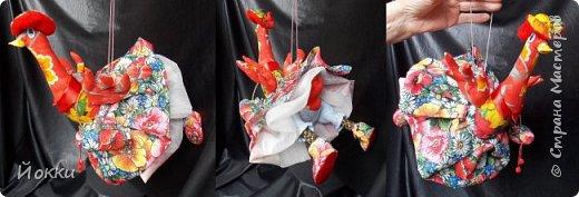 Следующий год по китайскому календарю - год Огненной Курицы или Петуха.  По этому поводу отшила меленькую серию, они примерно 20 см роста все. Материалы разные - бязь, фланель, органза и т.д. фото 2