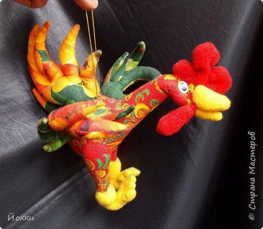 Следующий год по китайскому календарю - год Огненной Курицы или Петуха.  По этому поводу отшила меленькую серию, они примерно 20 см роста все. Материалы разные - бязь, фланель, органза и т.д. фото 7