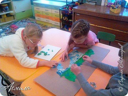 """Лето уходит, но остаются тёплые воспоминания о солнечных летних днях. Эта пластилиновая картина была создана детьми подготовительной группы в рамках проекта """"Деревья нашего участка"""" и явилась итогом того, что дети узнали. фото 6"""