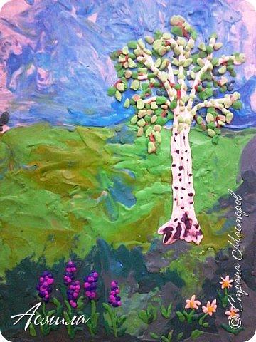 """Лето уходит, но остаются тёплые воспоминания о солнечных летних днях. Эта пластилиновая картина была создана детьми подготовительной группы в рамках проекта """"Деревья нашего участка"""" и явилась итогом того, что дети узнали. фото 2"""