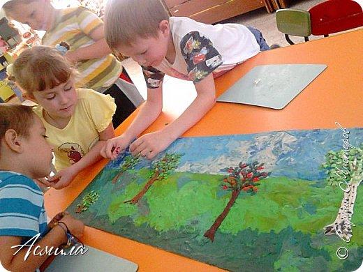 """Лето уходит, но остаются тёплые воспоминания о солнечных летних днях. Эта пластилиновая картина была создана детьми подготовительной группы в рамках проекта """"Деревья нашего участка"""" и явилась итогом того, что дети узнали. фото 11"""