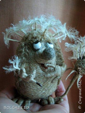 Жил-был ёжик,забавный и добрый. Но все называли его колючкой))))))     Надоело это ему и он решил стать одуванчиком.  фото 1