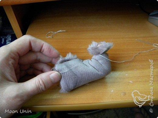 Знакомьтесь - крыс по имени Пасюк! :) Моя первая игрушка, выполненная в смешанной технике - голова и лапы из полимерной глины, туловище из искусственного меха. фото 13
