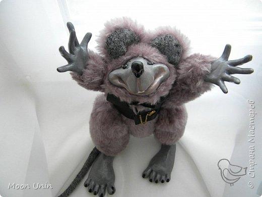 Знакомьтесь - крыс по имени Пасюк! :) Моя первая игрушка, выполненная в смешанной технике - голова и лапы из полимерной глины, туловище из искусственного меха. фото 1