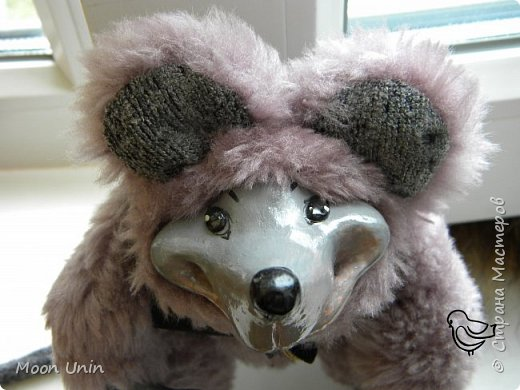 Знакомьтесь - крыс по имени Пасюк! :) Моя первая игрушка, выполненная в смешанной технике - голова и лапы из полимерной глины, туловище из искусственного меха. фото 2