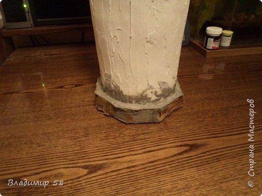 Хочу познакомить вас с техникой лепки если не вечных то.долговечных форм . Вазу лепил для отработки техники лепки поэтому форму выбрал самую простую. Отделка соответствует форме. Техника лепки разработана лично мной и прошу не перепечатывать  на другие сайты без моего согласия. Материалы -цемент, гидроизоляция плитонит, марля, фасадная шпаклевка, водостойкая краска. Инструменты-нож для резки картона, ножницы, шпатель. фото 24