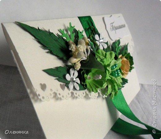 приветствую всех жителей страны !  у меня сегодня приглашения на свадьбу 18 штук , заказала их крестная  моего внука .сами конверты  из бумаги для акварели  , цветочки , листочки самодельные  кроме          веточки  что слева . фото 1