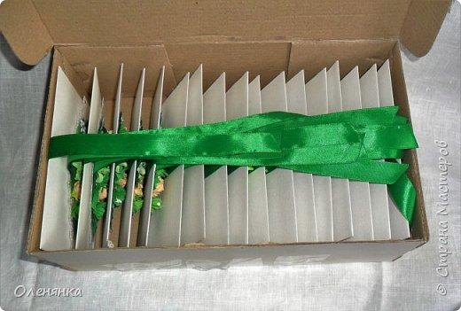 приветствую всех жителей страны !  у меня сегодня приглашения на свадьбу 18 штук , заказала их крестная  моего внука .сами конверты  из бумаги для акварели  , цветочки , листочки самодельные  кроме          веточки  что слева . фото 5