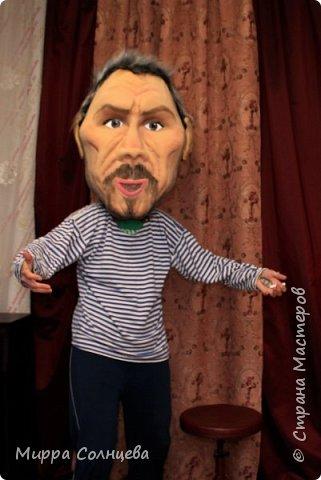 шаржевые головы- маски  , , выполнены техникой скульптурной резки по массиву поролона и обтянуты  тканью бифлексом.. Куклы хорошо зарекомендовали себя в работе, Обзор в отверстие для рта, фото 3