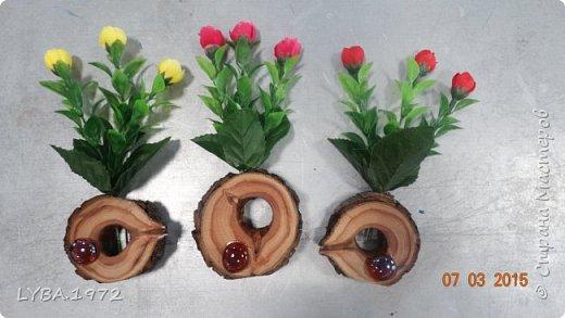 Вот такие подарочки мы сделали для учителей. Материалом послужили старые деревья, которые обнаружились  на уборке в школьном саду. Жалко было их сжигать и мы придумали им применение. фото 6