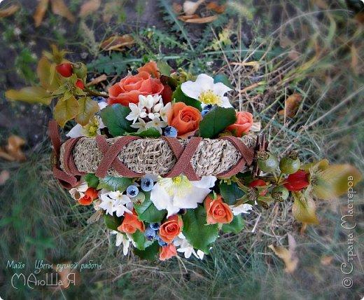 """Здравствуйте жители страны!!!!!! Слепилась у меня такая корзинка с цветами. Давно хотела лесной орешек слепить, тут и шиповник попробовала, первый раз слепила...... корзинку тоже сама """"натворила""""))) фото 5"""