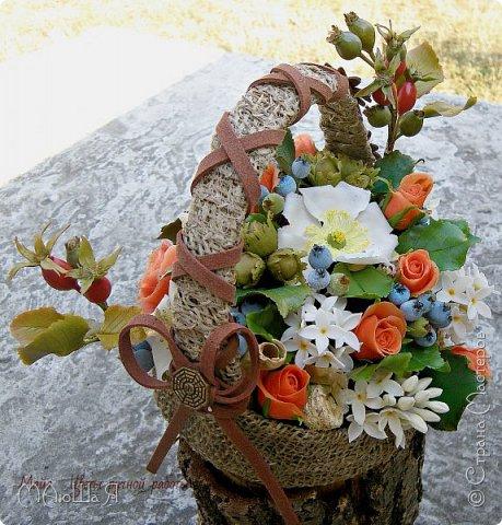"""Здравствуйте жители страны!!!!!! Слепилась у меня такая корзинка с цветами. Давно хотела лесной орешек слепить, тут и шиповник попробовала, первый раз слепила...... корзинку тоже сама """"натворила""""))) фото 9"""