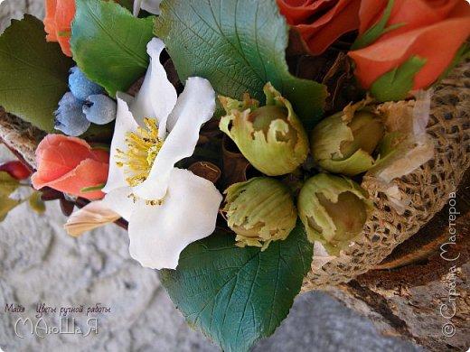 """Здравствуйте жители страны!!!!!! Слепилась у меня такая корзинка с цветами. Давно хотела лесной орешек слепить, тут и шиповник попробовала, первый раз слепила...... корзинку тоже сама """"натворила""""))) фото 1"""