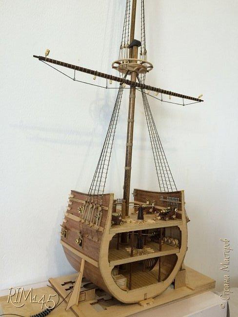 Средняя часть корпуса галеона XVII века с внутренним убранством как дополнение к модели парусного корабля «Сан Джовани Батиста» (св. Иоанн Креститель) от DeAgostini в серии журналов «Великие парусники» за 2010-2012 гг. Высота 66,4 см, ширина 16 см, длина 12 см. фото 25