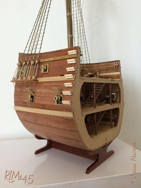 Средняя часть корпуса галеона XVII века с внутренним убранством как дополнение к модели парусного корабля «Сан Джовани Батиста» (св. Иоанн Креститель) от DeAgostini в серии журналов «Великие парусники» за 2010-2012 гг. Высота 66,4 см, ширина 16 см, длина 12 см. фото 1