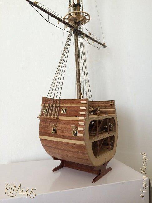 Средняя часть корпуса галеона XVII века с внутренним убранством как дополнение к модели парусного корабля «Сан Джовани Батиста» (св. Иоанн Креститель) от DeAgostini в серии журналов «Великие парусники» за 2010-2012 гг. Высота 66,4 см, ширина 16 см, длина 12 см. фото 33
