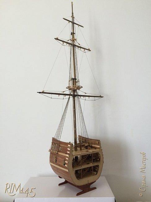 Средняя часть корпуса галеона XVII века с внутренним убранством как дополнение к модели парусного корабля «Сан Джовани Батиста» (св. Иоанн Креститель) от DeAgostini в серии журналов «Великие парусники» за 2010-2012 гг. Высота 66,4 см, ширина 16 см, длина 12 см. фото 34