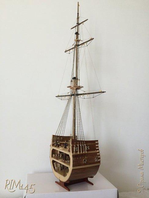 Средняя часть корпуса галеона XVII века с внутренним убранством как дополнение к модели парусного корабля «Сан Джовани Батиста» (св. Иоанн Креститель) от DeAgostini в серии журналов «Великие парусники» за 2010-2012 гг. Высота 66,4 см, ширина 16 см, длина 12 см. фото 35