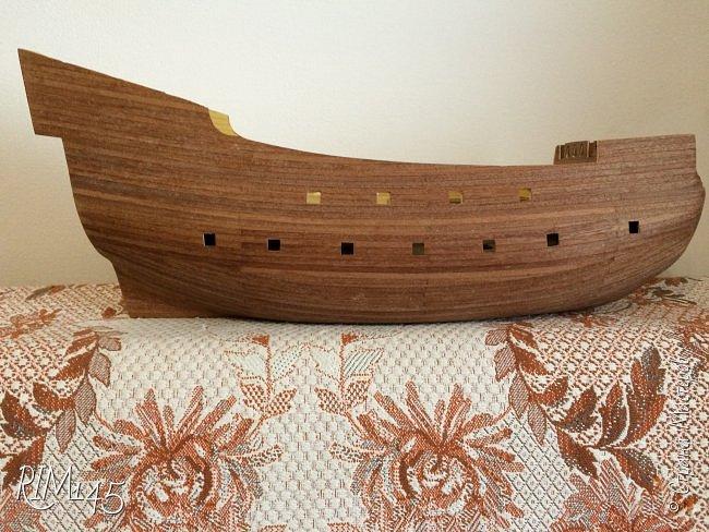 Средняя часть корпуса галеона XVII века с внутренним убранством как дополнение к модели парусного корабля «Сан Джовани Батиста» (св. Иоанн Креститель) от DeAgostini в серии журналов «Великие парусники» за 2010-2012 гг. Высота 66,4 см, ширина 16 см, длина 12 см. фото 38