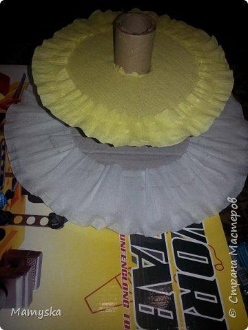 Вот такой тортик со сладостями в садик получился за 2,5 часа) Всех конфет по 30 шт. Не судите строго - такая работа впервые в жизни!)) фото 4