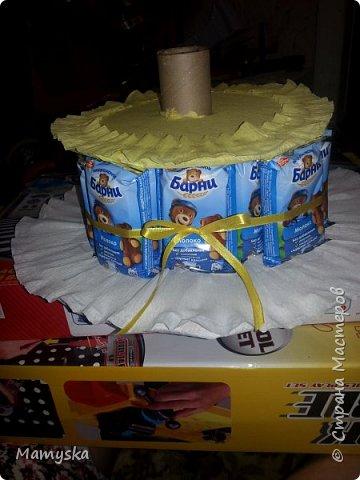 Вот такой тортик со сладостями в садик получился за 2,5 часа) Всех конфет по 30 шт. Не судите строго - такая работа впервые в жизни!)) фото 5