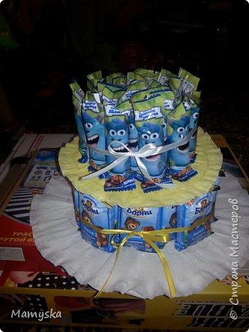 Вот такой тортик со сладостями в садик получился за 2,5 часа) Всех конфет по 30 шт. Не судите строго - такая работа впервые в жизни!)) фото 7