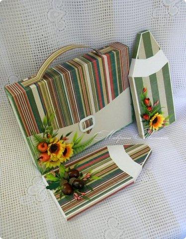 Здравствуйте! Накануне 1 сентября сотворила под заказ в подарок учителям небольшие презенты: портфель с чаем и шоколадкой внутри и коробочки-карандаши для флэшек.  фото 1