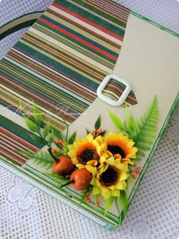 Здравствуйте! Накануне 1 сентября сотворила под заказ в подарок учителям небольшие презенты: портфель с чаем и шоколадкой внутри и коробочки-карандаши для флэшек.  фото 13