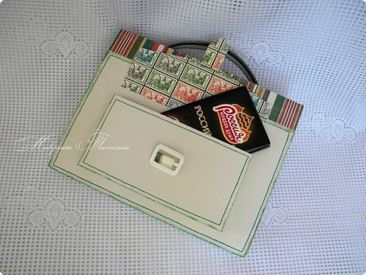 Здравствуйте! Накануне 1 сентября сотворила под заказ в подарок учителям небольшие презенты: портфель с чаем и шоколадкой внутри и коробочки-карандаши для флэшек.  фото 11