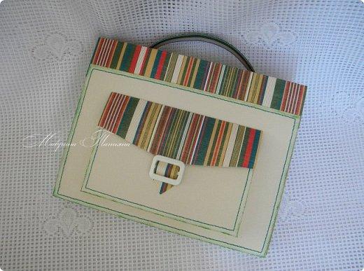 Здравствуйте! Накануне 1 сентября сотворила под заказ в подарок учителям небольшие презенты: портфель с чаем и шоколадкой внутри и коробочки-карандаши для флэшек.  фото 10