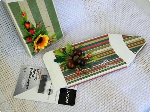 Здравствуйте! Накануне 1 сентября сотворила под заказ в подарок учителям небольшие презенты: портфель с чаем и шоколадкой внутри и коробочки-карандаши для флэшек.  фото 5