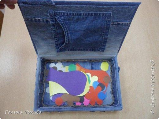 Зачастую в гардеробе любого из нас накапливаются вещи уже изношенные, например джинсы, которые и выбросить жалко и в шкафу занимают достаточно много места. Джинс – материал очень прочный и практичный. Поэтому рекомендую использовать его для изготовления поделок своими руками. фото 8
