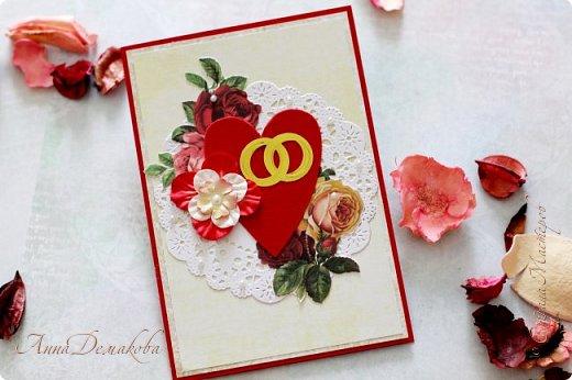 Бодрого всем утра, дня или вечера уважаемые! Хочу показать еще одну партию открыток которые мне посчастливилось сделать этим летом. Открытки опять все разные и по стили и по цвету. Открыточка-конверт на день свадьбы. Свадьба была в бело-кремово-красных тонах. И открытка получилась такая же. Такую открыточку удобно хранить в свадебном альбоме.  фото 1