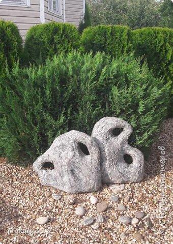 Чем же порадовать любимый сад? Почему бы не новыми малыми архитектурными формами?! Это пень - добрый дух нашего сада. фото 17