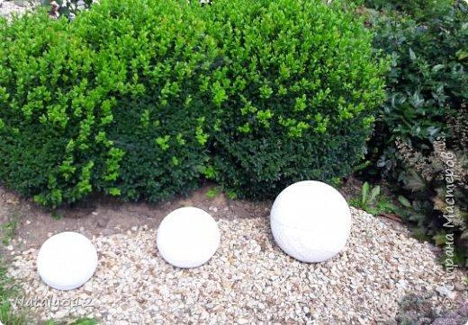 Чем же порадовать любимый сад? Почему бы не новыми малыми архитектурными формами?! Это пень - добрый дух нашего сада. фото 28