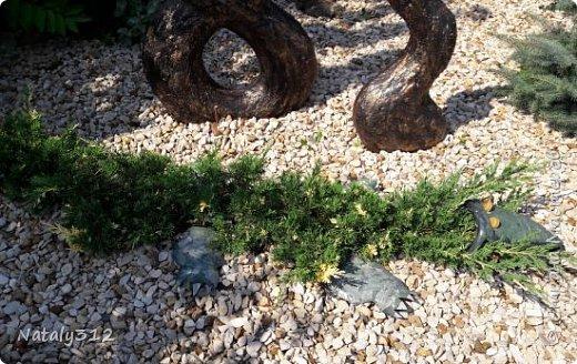 Чем же порадовать любимый сад? Почему бы не новыми малыми архитектурными формами?! Это пень - добрый дух нашего сада. фото 33