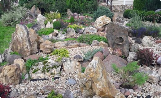 Чем же порадовать любимый сад? Почему бы не новыми малыми архитектурными формами?! Это пень - добрый дух нашего сада. фото 34