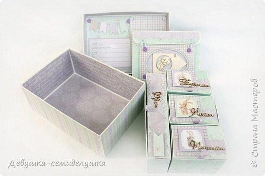 Многие мамы после рождения своих малышей хотят сохранить некоторые памятные вещи: бирочки из роддома, первый срезанный локон, ботиночки, пустышку.. Коробочка с мамиными сокровищами — отличный способ сохранить памятные мелочи в красивом оформлении. Такая коробочка может стать незабываемым и очень желанным подарком на день рождения малыша или выписку… фото 8