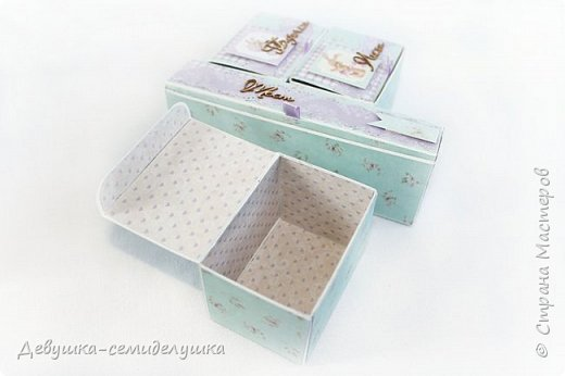 Многие мамы после рождения своих малышей хотят сохранить некоторые памятные вещи: бирочки из роддома, первый срезанный локон, ботиночки, пустышку.. Коробочка с мамиными сокровищами — отличный способ сохранить памятные мелочи в красивом оформлении. Такая коробочка может стать незабываемым и очень желанным подарком на день рождения малыша или выписку… фото 9