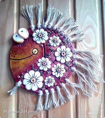 Здравствуй, Страна))) Я к тебе с аквариумом. Всех этих рыбок я уже показывала ранее, но тогда это были еще неумелые шаги начинающего мастера. Сейчас я конечно еще далеко не профи, но кое-что уже могу) Поэтому дублирую тех же рыб в более качественном исполнении) Прошу любить и жаловать моих красоток) фото 4