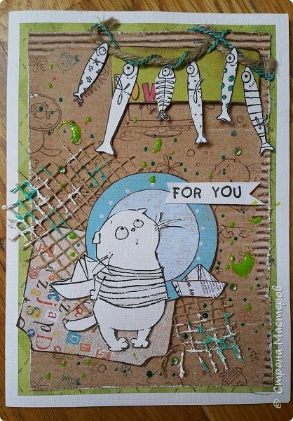Накануне преобрела бумагу с котовой темой и  главным героем- Басиком. Решила поэксперементировать и сделать серию открыток. Первая открытка- в американском стиле. фото 1