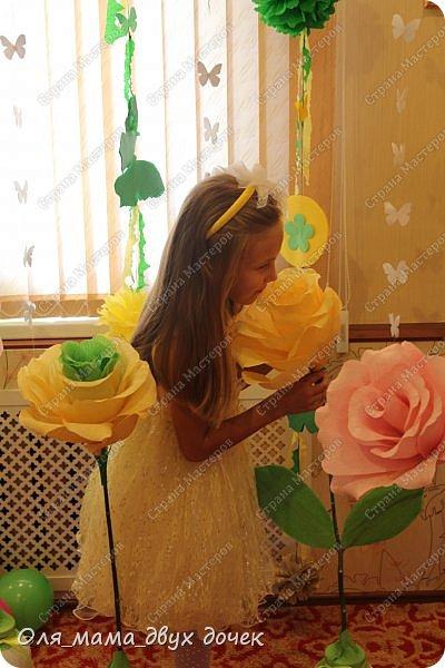 9 сентября мы отмечали День Рождения Лизы.Ей исполнилось 8 лет. Первые дни сентября нагоняли на Лизу тоску. В школу ей никак не хотелось,а хотелось продолжения лета и  тепла.И мы решили поднять Лизавете настроение!!!!! Два дня мы с Алиной вырезали,склеивали,сворачивали и вот что из этого получилось.Использовали Лизины любимые цвета- желтый и зеленый..Сделали гирлянду, объемную цифру восемь и бумажные цветы.  фото 1
