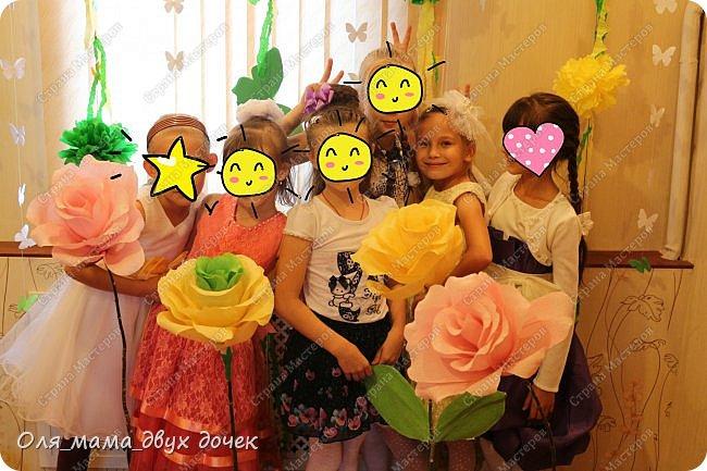 9 сентября мы отмечали День Рождения Лизы.Ей исполнилось 8 лет. Первые дни сентября нагоняли на Лизу тоску. В школу ей никак не хотелось,а хотелось продолжения лета и  тепла.И мы решили поднять Лизавете настроение!!!!! Два дня мы с Алиной вырезали,склеивали,сворачивали и вот что из этого получилось.Использовали Лизины любимые цвета- желтый и зеленый..Сделали гирлянду, объемную цифру восемь и бумажные цветы.  фото 12
