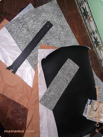 нам потребуется : основная ткань для клатча , сантиметровая лента , подкладочная ткань , флизелин , фломастер , нитки для шитья , портновские булавки , линейка , застежка молния ( 18 см ) , ножницы. фото 2