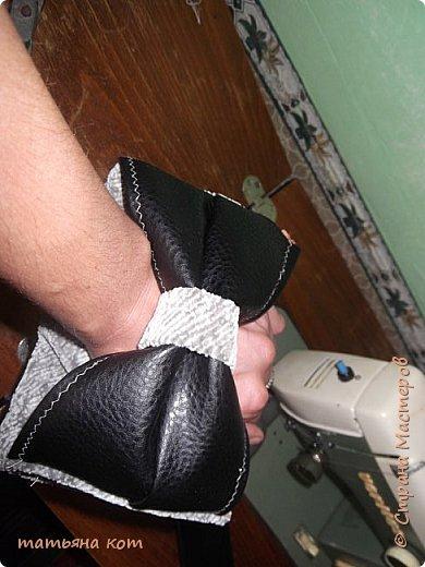 нам потребуется : основная ткань для клатча , сантиметровая лента , подкладочная ткань , флизелин , фломастер , нитки для шитья , портновские булавки , линейка , застежка молния ( 18 см ) , ножницы. фото 10