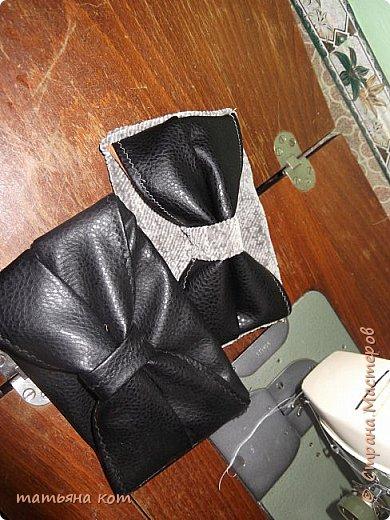 нам потребуется : основная ткань для клатча , сантиметровая лента , подкладочная ткань , флизелин , фломастер , нитки для шитья , портновские булавки , линейка , застежка молния ( 18 см ) , ножницы. фото 11
